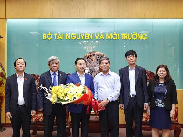Bộ Tài nguyên và Môi trường chúc mừng tân Bộ trưởng Trần Hồng Hà