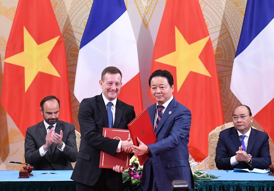 Bộ Tài nguyên và Môi trường ký 2 văn kiện hợp tác giữa Việt Nam và Pháp